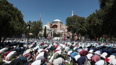 Photo of استنبول کی آیا صوفیہ مسجد میں کئی برس بعد نماز جمعہ کی ادائیگی